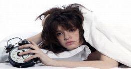 Frau mit Schlafstörungen